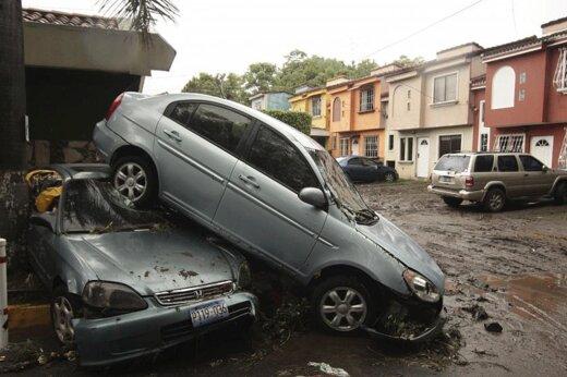 ببیند | طوفان استوایی آماندا جان دستکم ۱۴ نفر را در السالوادور گرفت