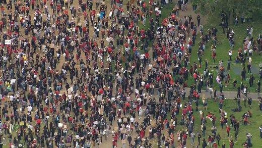 دهها هزار انگلیسی به خیابانها آمدند