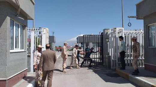 Bazargan border post scene of movements of lorries after 3.5 months shutdown