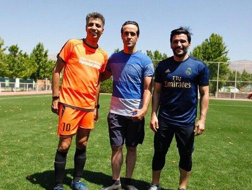 عاقبت فوتبال بازی کردن علی کریمی با خبرنگاران ورزشی!/ عکس