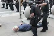 ببینید | رفتار وحشیانه پلیس نیویورک با معترض 75 ساله