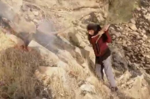 ببینید | تلاش شیرزن بختیاری برای غلبه بر آتش در کوههای اندیکای خوزستان