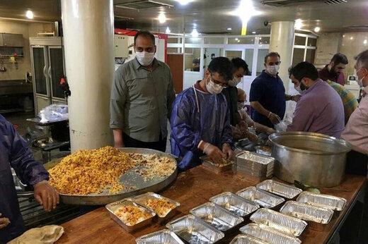 ببینید | همراه با طبخ غذا برای نیازمندان در دوران کرونا