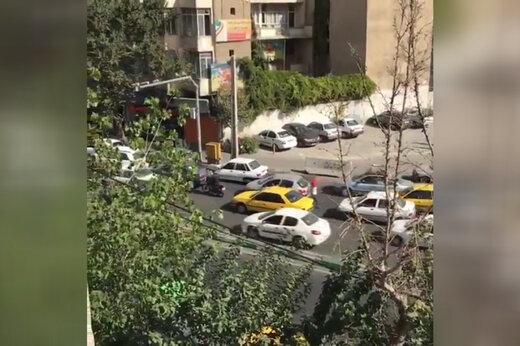 ببینید   لحظه دزدی از خودروی در حال حرکت در تهران!