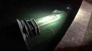 معترضان آمریکایی مجسمه کریستف کُلمب را در آب انداختند/عکس