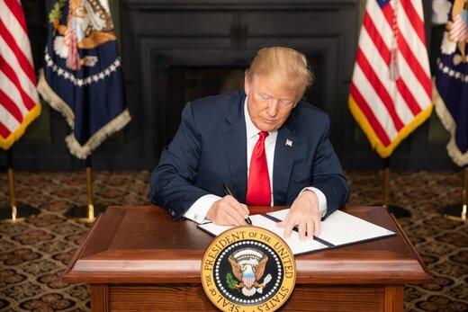ترامپ فرمان جدید پلیسی را امضا کرد/ زانو بر گردن ممنوع نشد!
