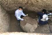 ببینید | کشف خمره بزرگ اشکانیان و چاه سنگی ساسانیان در تپه اشرف اصفهان