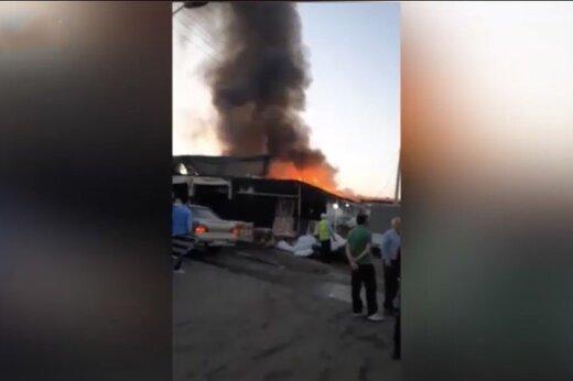 ببینید | زبانههای آتش در بازار بزرگ گل تهران که ۳۲ غرفه را کامل سوزاند
