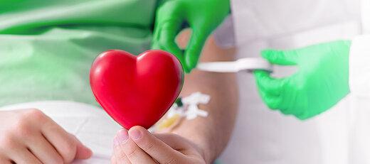 کاشی ها رکورددار اهدای خون در اصفهان هستند/اهدای ۱۴۳ نفر در میلاد امام علی(ع)