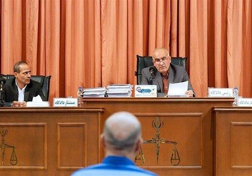 وکیل طبری: صندوق اماناتی را که قراردادهای موکل در آن بود، شکستهاند/ قاضی: صندوق شکستنی نیست