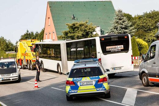 ببینید |  راننده شجاع اتوبوسی که پیرزن را از دست سارق نجات داد