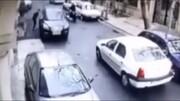 ببینید | زورگیری با قمه آن هم در روز روشن از یک راننده زن!