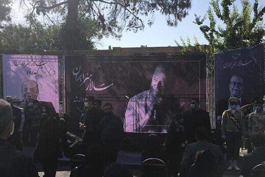 عکس | امین تارخ در مراسم تشییع پیکر محمدعلی کشاورز