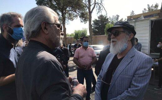 ببینید | امین تارخ در مراسم تشییع زنده یاد محمدعلی کشاورز از خاطرات او میگوید