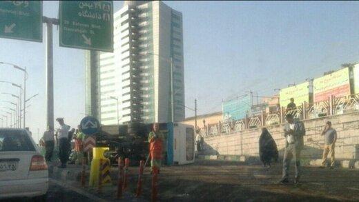 مصدومیت ۱۳ نفر در اثر واژگونی مینی بوس در تبریز