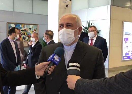 ظریف در میان خبرنگاران از دلایل سفر خود به مسکو گفت