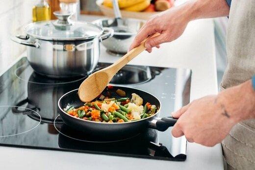 راز دیگر پرخوری فاش شد: تماشای آشپزی دیگران!