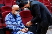 ببینید | حواشی پنجمین جلسه رسیدگی به اتهامات اکبر طبری