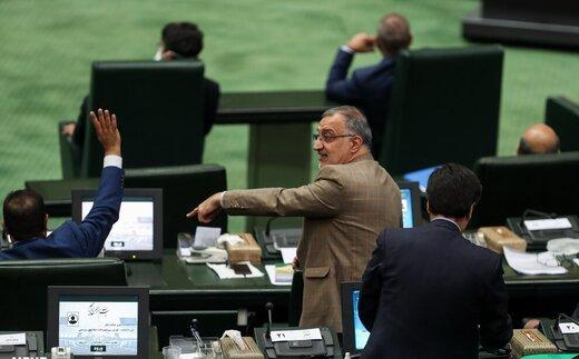 انتقاد تند زاکانی از تایید اعتبارنامه تاجگردون: کمیسیون تحقیق رفوزه شد /تاجگردون شبیه اکبر طبری است