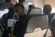 ببینید | استوری کنایه آمیز مجیدی و ادعای سرپرست استقلال درباره عدم رعایت فاصله اجتماعی در پرواز اهواز