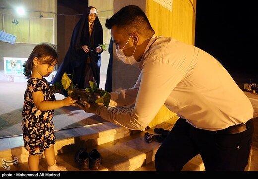 اهدا گل به مناسبت میلاد حضرت معصومه(س)