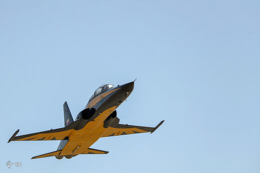 سایه بلند جنگندهِ بمبافکنِ ایرانی بر سر آسمان منطقه/پنجههای قدرتمند ایران در برابر دشمنان+ تصاویر