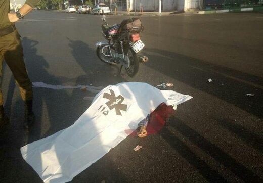 تصاویر دردناک از تصادف مرگبار موتورسوار با اتوبوس خط ویژه