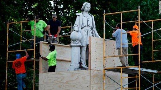 مجسمه کریستف کلمب علیرغم تهدید ترامپ به زیر کشیده شد/عکس