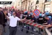 ببینید    خبرنگار ایرانی وسط دعوای پلیس رم و اعضای سندیکای سینما و هنر