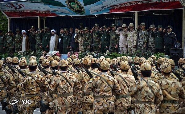 ادای احترام نظامی