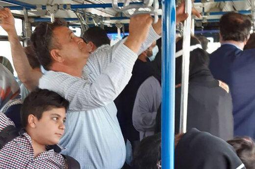 عکس |تصویری عجیب از مردم در اتوبوس های فرودگاه