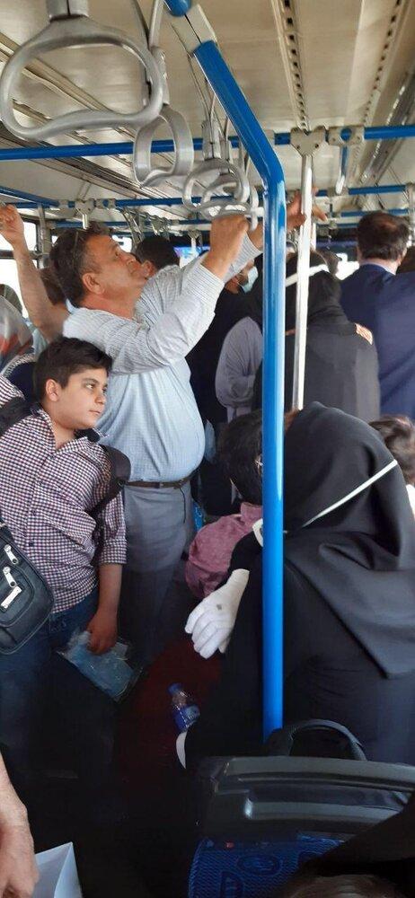 تصویری عجیب از مردم در اتوبوس های فرودگاه