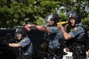 ببینید | شلیک مستقیم پلیس آمریکا به معترضان در حال فرار