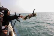 ببینید | گلباران شهادتگاه مسافران هواپیمای ایرباس در آبهای خلیج فارس