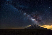 ببینید   ویدئویی تماشایی از عبور کهکشان راه شیری بر فراز کوه دماوند