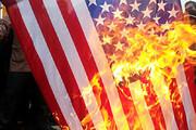 ببینید | به آتش کشیدن پرچم آمریکا در واشنگتن