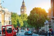 ببینید | نجات معجزه آسای یک دختر از سقوط درخت تنومند در یکی از خیابان های لندن