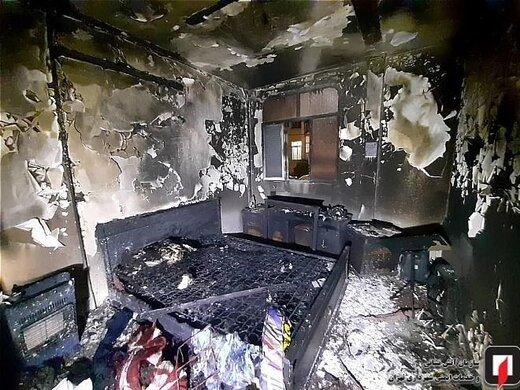 خاکستر شدن اتاقخواب در آتشسوزی/ نجات زوج سالخورده از میان دود/ تصاویر
