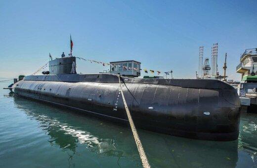 ببینید | جابجایی زیردریایی ۳۲۰۰ تنی در بندرعباس توسط نیروی دریایی ارتش