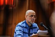 ببینید | جدیدترین عکس از اکبر طبری در دادگاه