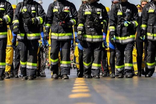 ببینید | زندگی کاری و طاقت فرسای آتش نشانان برای حفظ جان انسانها