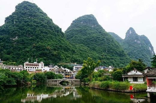 ببینید | شهر زیبایی کنار یک رودخانه در چین
