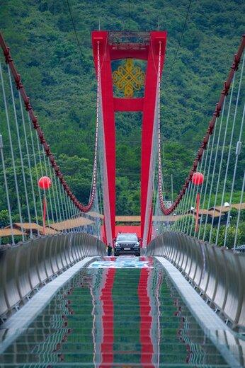 افتتاح طولانیترین پل شیشهای جهان