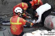 تصاویر | سقوط 6 متری کارگر جوان در محل گودبرداری