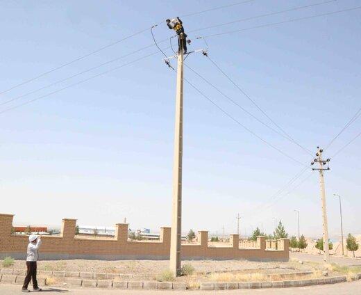 بهینه سازی بیش از ۹ هزار متر شبکه فشار متوسط هوایی در شهرک صنعتی شرق سمنان