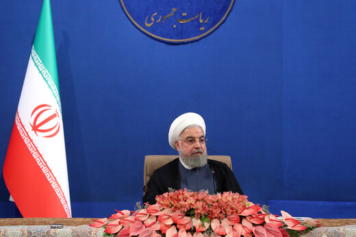 الرئيس روحاني: صناعات الصلب والبتروكيمياويات في الخط الامامي للجبهة الاقتصادية