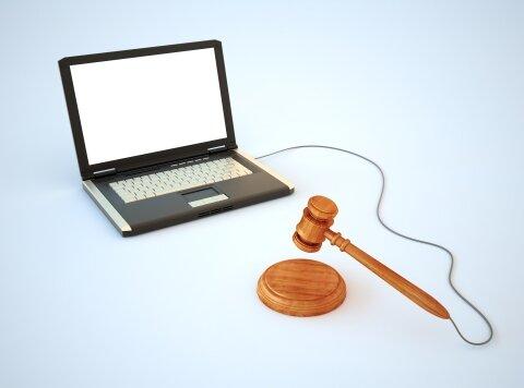 چه زمانی «اسکرین شات» پیامهای شبکههای اجتماعی در دادگاه سند محسوب میشود؟