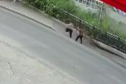 ببینید   لحظهای وحشتناک از سقوط دو عابر در پی ریزش پیادهرو