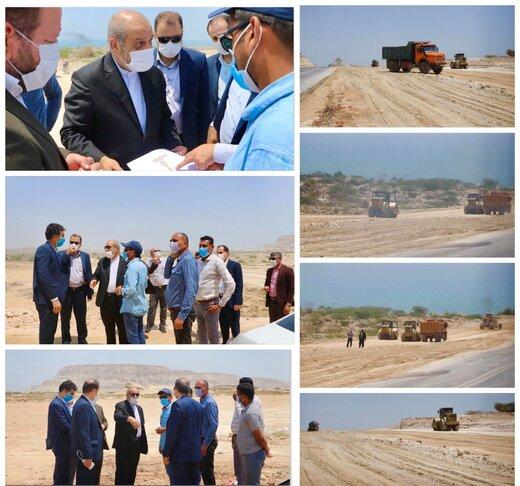 بازدید مدیرعامل سازمان منطقه آزاد قشم از طرح تعریض و اصلاح جاده ساحل جنوبی به سمت روستای دفاری