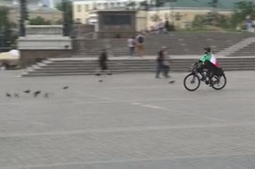 ببینید | دانشجوی ایرانی با دوچرخه به مسکو رسید